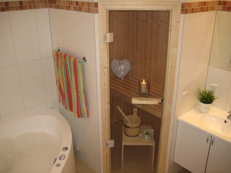 Badezimmer Mit Sauna Und Whirlpool - Design