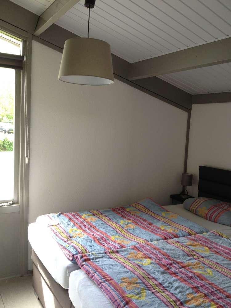 bungalow in andijk objekt 10695 ab 28 euro. Black Bedroom Furniture Sets. Home Design Ideas