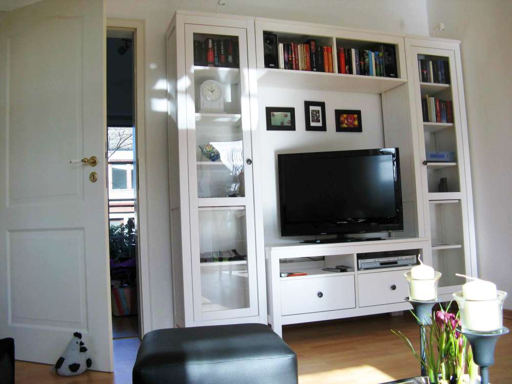 Regalwand: TV, DVD-Player, CD-Player, Radio, Stereo-Anlage, Bücher, Spiele etc.