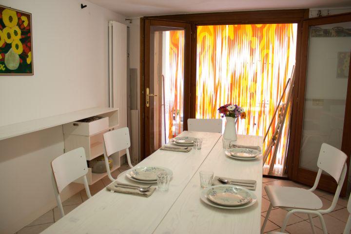 ferienhaus in gargnano objekt 11622 ab 70 euro. Black Bedroom Furniture Sets. Home Design Ideas