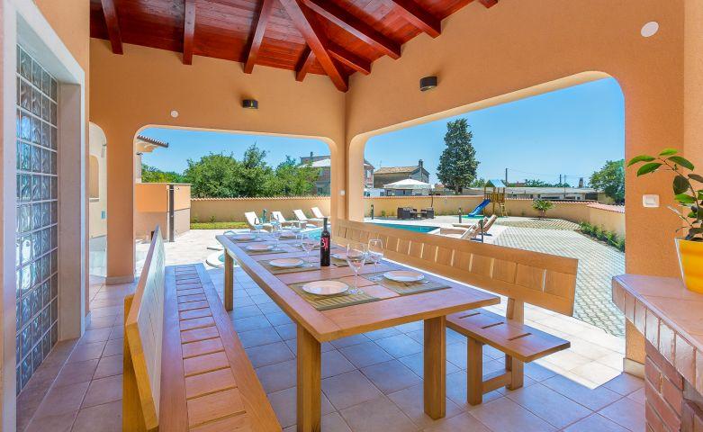 ferienhaus in loborika objekt 12570 ab 250 00 euro. Black Bedroom Furniture Sets. Home Design Ideas